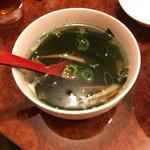 カルビ百萬 - わかめスープ(400円)