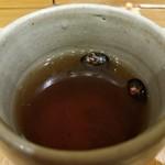 稲庭うどんとめし 金子半之助 - 黒豆茶