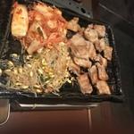 Chicken-Chi-King - サムギョプサル、焼キムチなど
