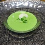 83785297 - プティスープ:冷製グリンピースのスープ 新玉葱のクーリ 空豆、スナップエンドウ添え 抹茶風味