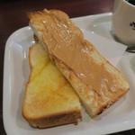 83786134 - 厚切りトースト(ピーナッツバター)