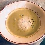 ビストロ エピス - えんどう豆の優しいスープ(´¬`)