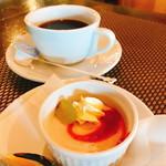 ビストロ フェリーチェ - 「苺のムース」にホットコーヒー