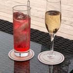 カフェ&バー タワービューテラス - ノンアルコールカクテルとスパークリングワイン