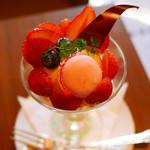 丸福珈琲店 - 銀座喫茶室限定いちごパフェ