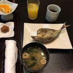活魚・鍋料理 風車 - 焼魚とお味噌汁