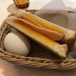 一凛珈琲 - モーニングのハムチーズサンドと茹で卵