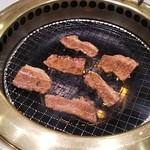 焼肉や漫遊亭 - 焼肉カルビ ♪