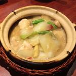 魚China YO - アンコウと唐辛子の漬物の土鍋煮込み
