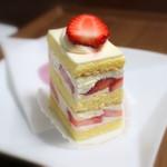 83807904 - 苺のショートケーキ
