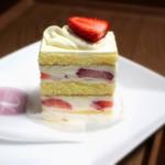 83807965 - 苺のショートケーキ