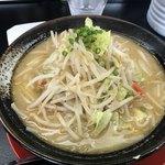 衛登 - 料理写真:炒めやさい味噌ら〜めん 大盛 ¥980