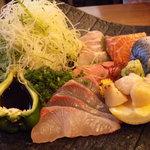 炭火焼 割鮮 煉 - お刺身 (カンパチ・〆鯖・鯛・ホタテ・サーモン等)どれも新鮮で食感良し。♪