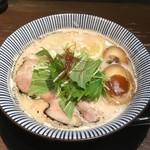 だしと麺 - トリュフ香る鶏と鯛の熟玉そば