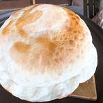 アラスカ - 地球儀みたいなデカさのボンバーピザ