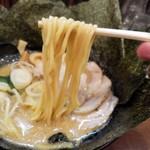 クリーミーTonkotsuラーメン 麺家神明 - むっちりとした麺