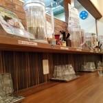クリーミーTonkotsuラーメン 麺家神明 - カウンター席の様子