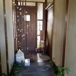 優しい時間 - 入口の扉の前