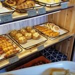 昇匠 SHOW BAKERY - 美味しそうなパンがたくさん