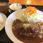 キッチンヒマラヤ - 料理写真:デミグラスソースの特製バンバーグ¥1080(税込)