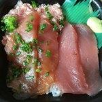北海丼丸 - マグロとヅケとネギトロの丼
