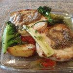 カフー - お魚のソテーも野菜たっぷりです。