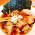 らーめんキッチン いいづか - 自家製醤油ワンタン麺 850円 海苔追加