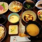 稲月 - 彩り小鉢で お昼ごはん ご飯は白米と炊き込みご飯と選べます