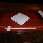 麺処 ナカジマ - カウンターテーブルの箸とナプキンです。