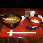 麺処 ナカジマ - 海老天入りカレーうどんと、南魚沼産コシヒカリの白いご飯です。〆の玄米ご飯も添えてあります。