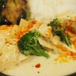 デモッソ・ノット・キーノ - 鶏肉ときのこのサワークリーム煮