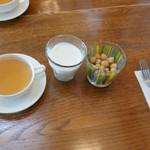 紅茶の店しゅん - ひよこ豆とラッシー