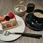 83829452 - [料理] この日のケーキセット 全景♪w