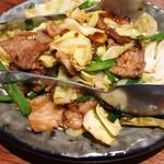 鍛冶屋 文蔵 - 春キャベツ豚肉(594円)