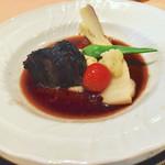 83830049 - 牛ほほ肉の赤ワイン煮込み    柔らかいですよ〜。