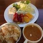 ホテルトーノー - 料理写真:ホテルトーノーでの朝食。なかなかいいでしょ!