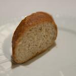 アクア パッツァ - 胚芽パン2