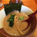 博多らーめん とんこつ家 高菜 - 料理写真:「濃厚豚骨醤油ラーメン」830円