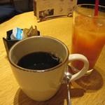 オービカ モッツァレラバー - コーヒー/ブラッドオレンジジュース