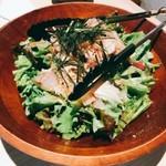 酒とめし たくを - いろいろ鮮魚の海鮮サラダ