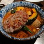 Sakuraburaun - チキン野菜カリー、アメリカンソーセージトッピング