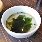 カルビ一丁 - わかめスープ。