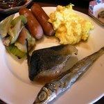 8384606 - (朝食バイキング)お魚など