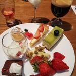 83840608 - デザート全種類とコーヒー