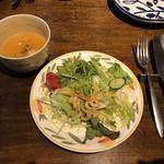 83843729 - サラダとスープ