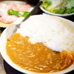 焼肉×もつ鍋 二子玉川 蔵月 - ハーフカルビ&チキンカレーセット (¥1,080)