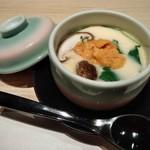 おたる政寿司 - [料理] 雲丹入り茶碗蒸し (蓋を取った所)