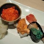 おたる政寿司 - [料理] いくら (ミニ丼)・馬糞雲丹・海老の身と卵 軍艦巻き