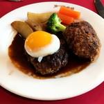 第一洋食店 - 料理写真:ハンバーグ(左)とコロッケ(右)