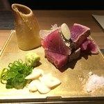 座屋 - 料理写真:カツオの塩タタキ